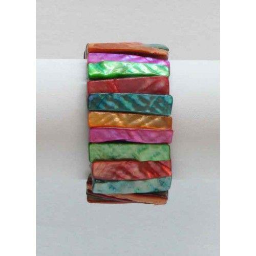 Bracelet élastique en coquillage.  Disponible en jaune, orange, vert, rose pâle, rose foncé et multicolore.