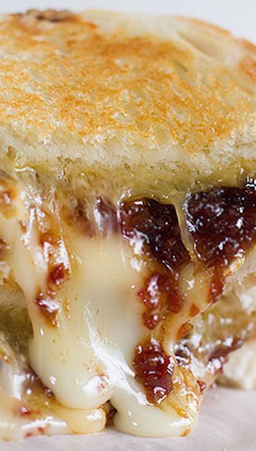 Ultimate Grilled Cheese with Homemade Bacon Jam _ It was amazing. Super messy, with cheese oozing everywhere, & sweet bites of bacon jam in every bite. It was pure heaven!