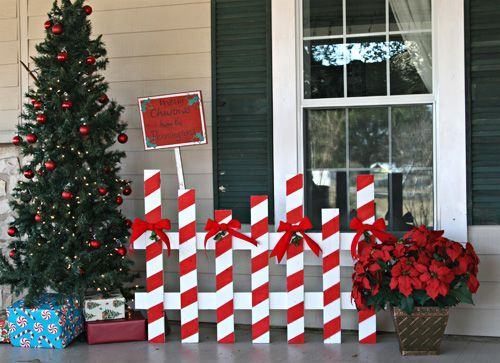 Here are 12 beautiful Christmas decorations, made from recycled wood pallets!