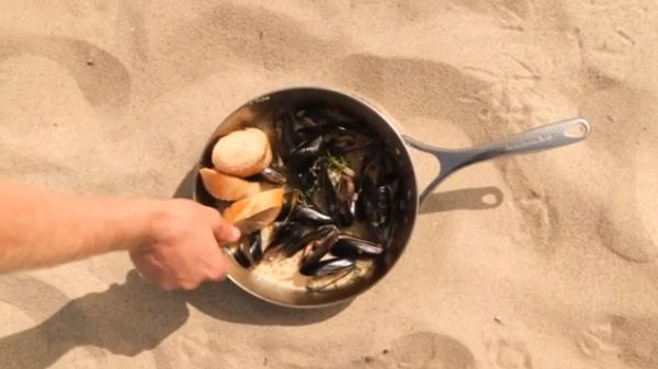 How to make Steamed Black Mussels