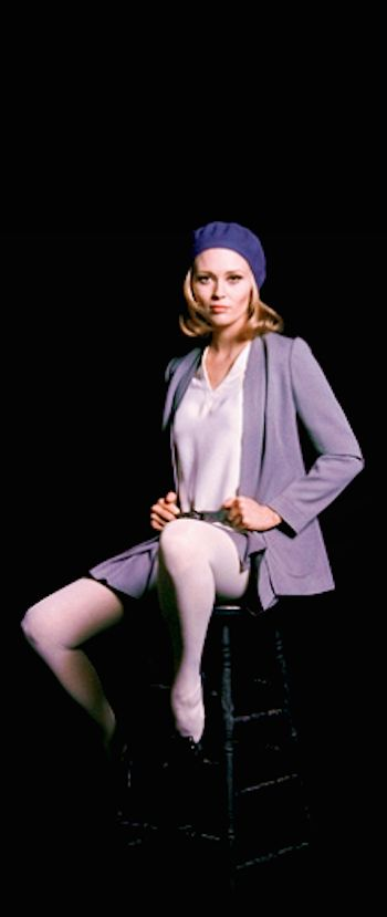 Bonnie and Clyde - Faye Dunaway photographed as Bonnie Parker by Milton Greene #GangsterMovie #GangsterFlick