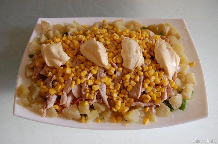 L'insalata di pollo è una delle prime ricette che ho preparato senza seguire ricette e dosi...l'ho preparatacosì come mi veniva con gli ingredienti che avevo a portata