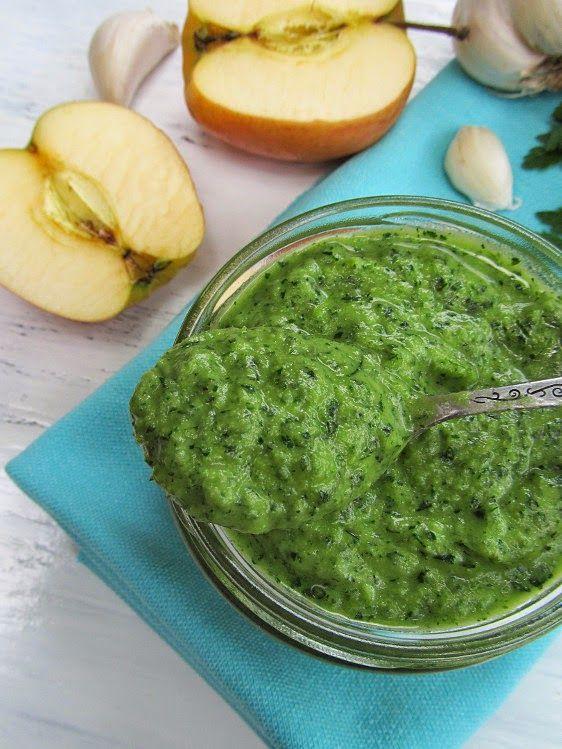 Потрясающе вкусный соус из петрушки, чеснока и яблока