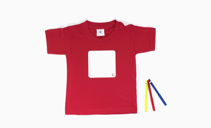 How cool is this !! Product debuting at the Salone del Mobile 2012 - a t-shirt with a whiteboard on the front !! You can now wear your children's art projects instead of hanging them on the fridge !!