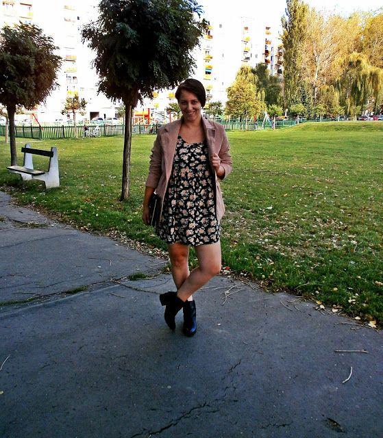VGRV blog, grunge floral dress, 90s, powder pink suede jacket, black ankle boots