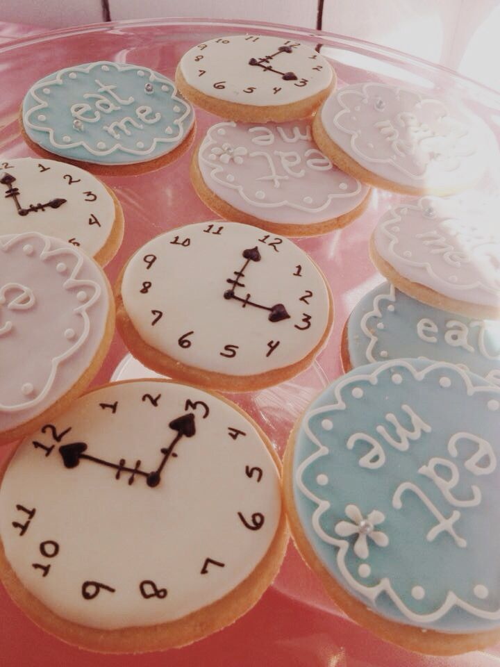 Alice in wonderland quinceañera - cookies eat me