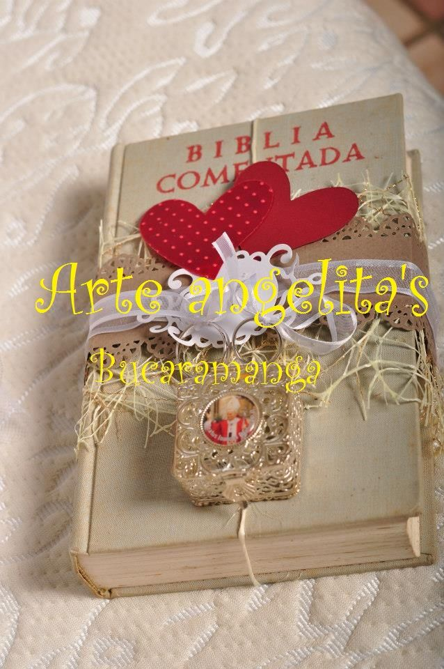 La Palabra de Dios como inicio de su vida conyugal en este caso llevando las argollas el dia de su matrimonio