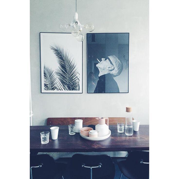 """INTERIOR LOVE BY IDA på Instagram: """"I dagens anledning har jeg endnu engang rykket rundt på billederne herhjemme. Den rygende mand bor nu i køkkenet #kunst #køkkenet #kaffetid #normanncopenhagen #kaffekande #eames #bergmanlights #boligmagasinet #boligliv"""""""