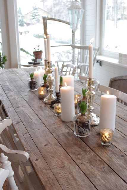 la simplicité :) Fröken Knopp : jul Man kan överföra idén till sommar också med ljusen, ljusstakarna och små vaser med somriga blomster istället