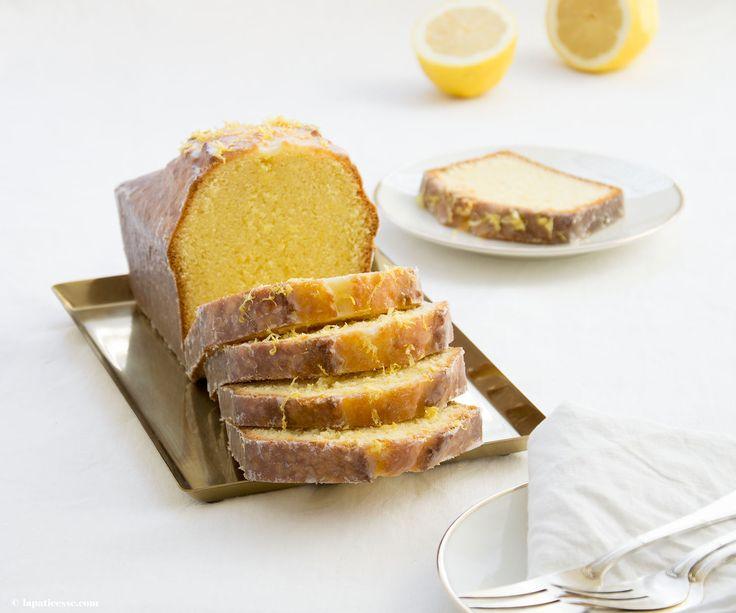 Ein Zitronenkuchen Rezept oder wie man in Frankreich sagt Cake au citron in der Kastenkuchen-Form gebacken. Mit vielen Tipps für den perfekten Kastenkuchen.