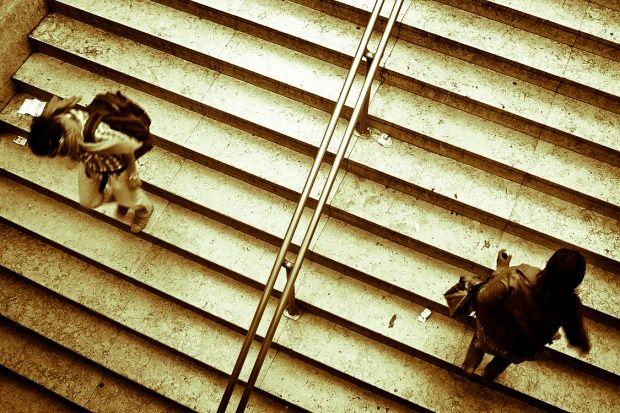 Με τα πάνω του και τα κάτω του http://pragmatikotita.gr/article/1541-me-ta-pano-toy-kai-ta-kato-toy