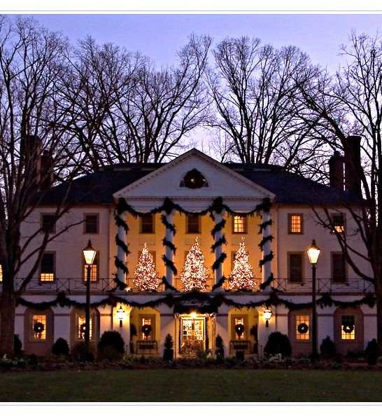 If there's a more beautiful place at #Christmas than #Williamsburg, Virginia, we'd love to know where...