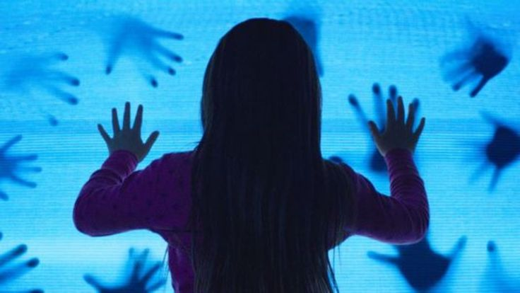 Poltergeist reboot updates 1980s horror for 2015