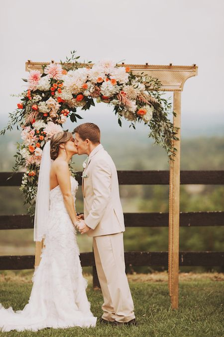 Romantic arch for a mountaintop wedding // Flowers Holly Chapple // Planning Atrendy Wedding // Photo NessaK #alter #flowers #arch