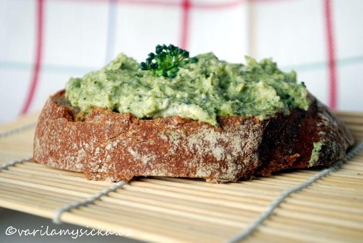 Jednoduchá brokolicová pomazánka