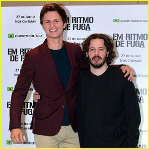 Ansel Elgort Sorpresas Fans en 'Baby Driver' de Cribado en Brasil (Video)