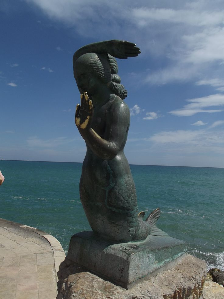 The little mermaid - Sitges - we all high five'd her!