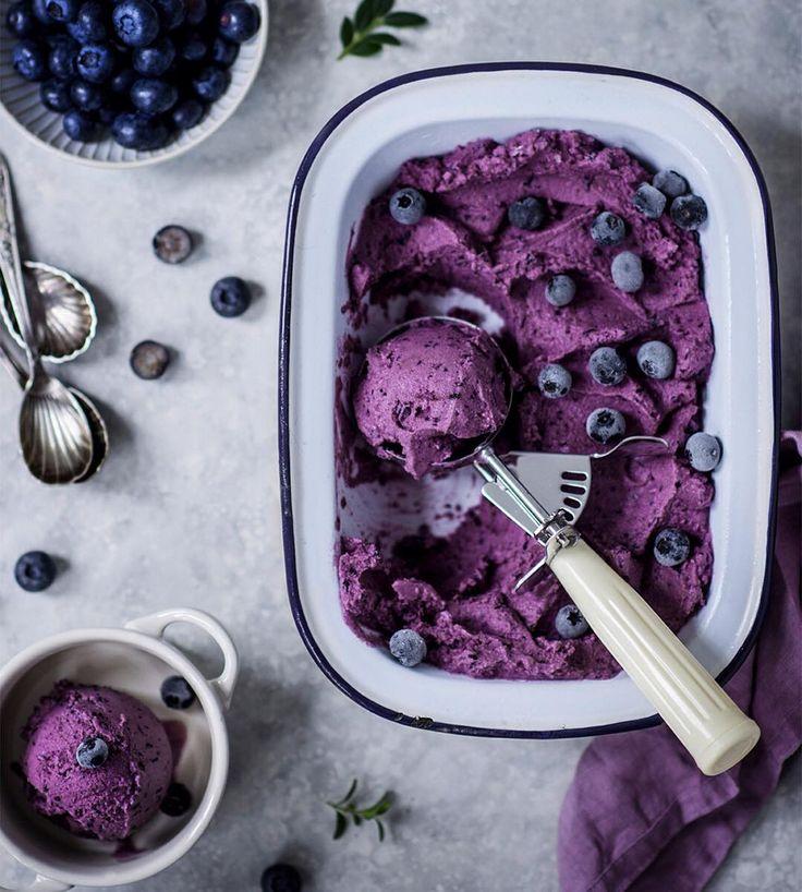5,753 отметок «Нравится», 108 комментариев — Carolin Strothe (@frauherzblut) в Instagram: «My fave Blueberry Hill Nicecream is more than simple: just blend 300 g frozen blueberries, 300 ml…»