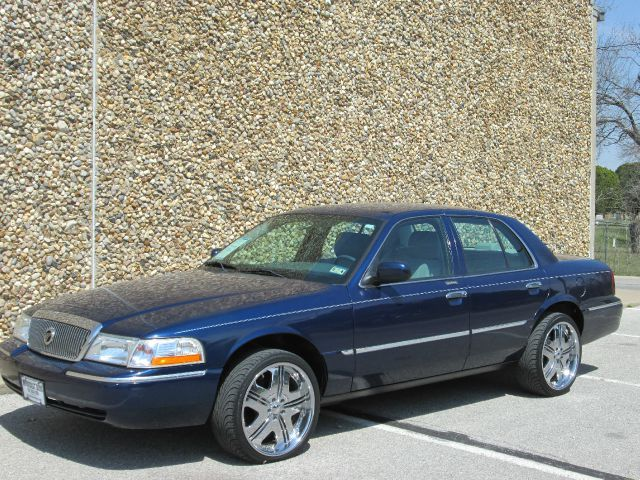 2005 Mercury Grand Marquis LS - Farmers Branch TX.  I DONT LIKE IT. BUT ONLY FOR LOOKING THE LIFT FOR Ford Crown Victoria Police Interceptor.
