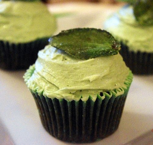 chocolate mint cupcakes with crystallized mint leaves: Cupcakes Muffins, Mint Leaves, Chocolates Peppermint, Peppermint Cupcakes, Cupcakes Chocolates, Chocolates Mint, Cupcakes Boards, Cupcakes Kids, Cakes Cookies Cupcakes