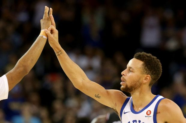Golden State Warriors' Stephen Curry (30) gets high-fives after scoring a 3-point basket against the Chicago Bulls in the first half of an NBA game at Oracle Arena in Oakland, Calif., on Friday, Nov. 24, 2017. (Ray Chavez/Bay Area News Group)