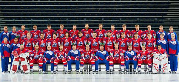 7 September 2011 Dateline Moscow (CNN) -- A plane carrying a hockey team with international players, including some NHL veterans, crashed as it took off Wednesday afternoon from Russia's Yaroslavl airport, killing at least 43 people, Russian emergency officials said.     The Yak-42 aircraft was taking players for Lokomotiv Yaroslavl -- one of Russia's leading ice hockey teams -- to Minsk, the Belarusian capital, the Russian aviation authority told CNN