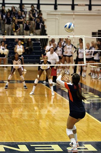 Illinois Volleyball Libero Serving From Behind Zone 1,  The Right Back Zone of The Court  photo by Richard Yuan