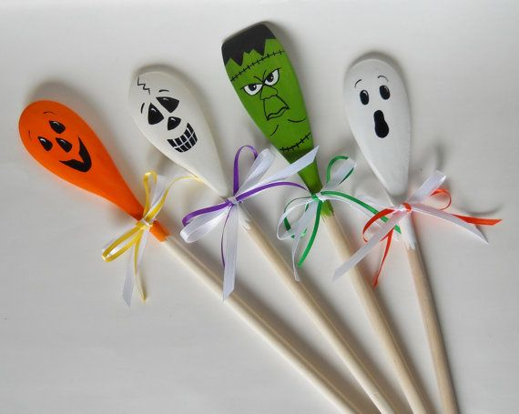 Halloween wooden spoons halloween decor spooky spoons for Wooden spoons for crafts