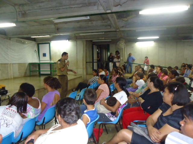 Polícia Militar realiza palestra sobre a responsabilidade da família na vida escolar    Military Police held a lecture on the responsibility of families in school life    http://www.paracatunoar.com/PoliciaMilitarrealizapalestra2303.html