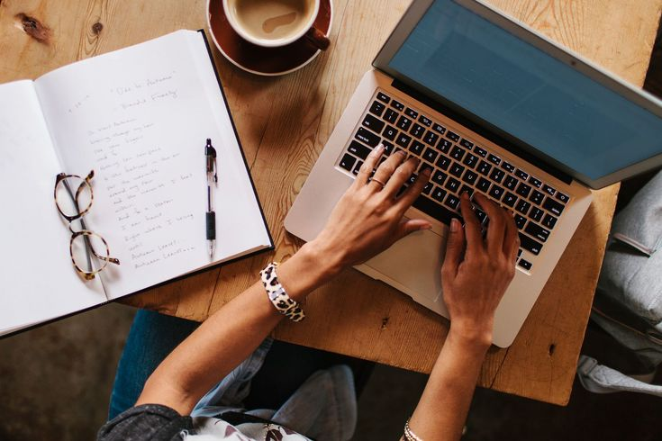 How does freelance writing work and what exactly is freelance writing? This article answers the basic definition questions of freelance writing.