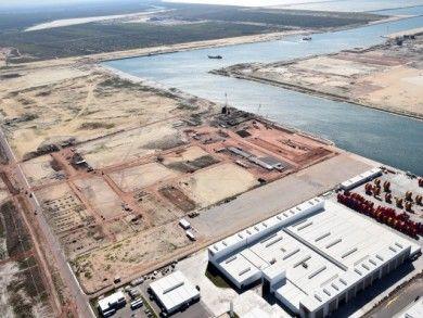 Economia - Porto do Açu recebe ministro e deputados << Folha da Manhã Online