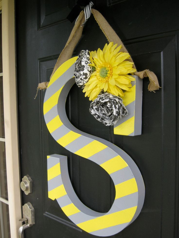 cute idea instead of a wreath: Door Letter, Painted Letter, Cute Ideas, By Hangers