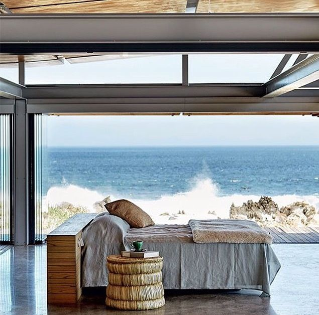 You can say it´s a bedroom with Sea View!