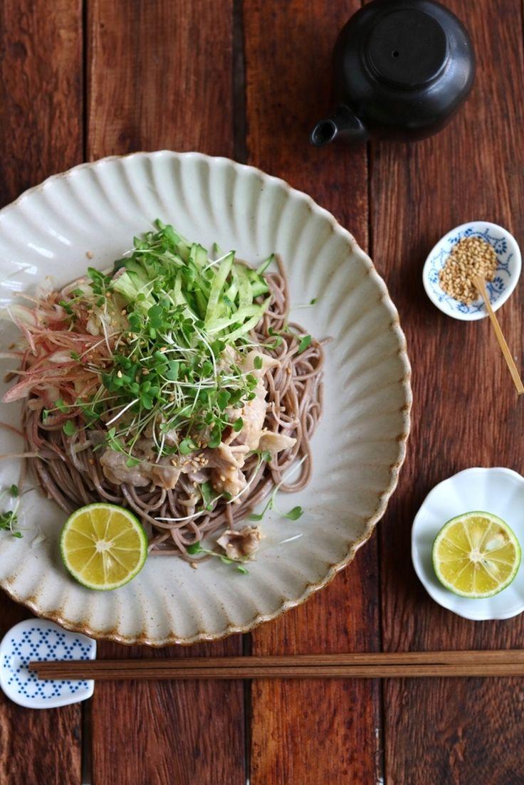 豚しゃぶのごまだれ和えと千切り野菜の和えそば。 by 栁川かおり | レシピサイト「Nadia | ナディア」プロの料理を無料で検索