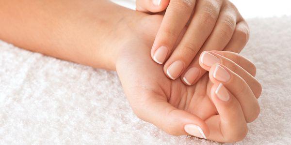 Afgekloven, ingescheurde en gerafelde nagels: dat willen we natuurlijk niet. En, als je je nagels goed verzorgt, hoeft dat ook�