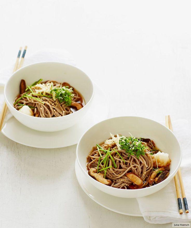 Pilze, Rettich und Kräuter machen Soba-Nudeln zum aromatischen Vergnügen!