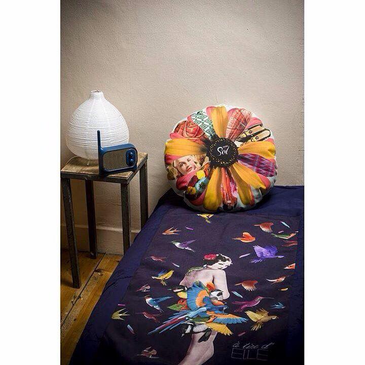 #accessoire #décoration #Deco #decalé #oiseaux #perroquet #femme #lit #canapé #plaid #édredon #designer #bonjourmoncoussin #home #home_intérieur #shop #e_shop #lille  fifi-canari.com