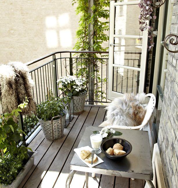 Cette fin de semaine sera celle des balcons. Aujourd'hui, avec 60 idées pour aménager son balcon, du plus grand jusqu'au plus petit. Et ...