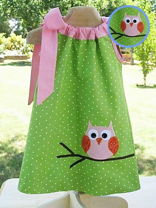 coruja no vestido de feltro