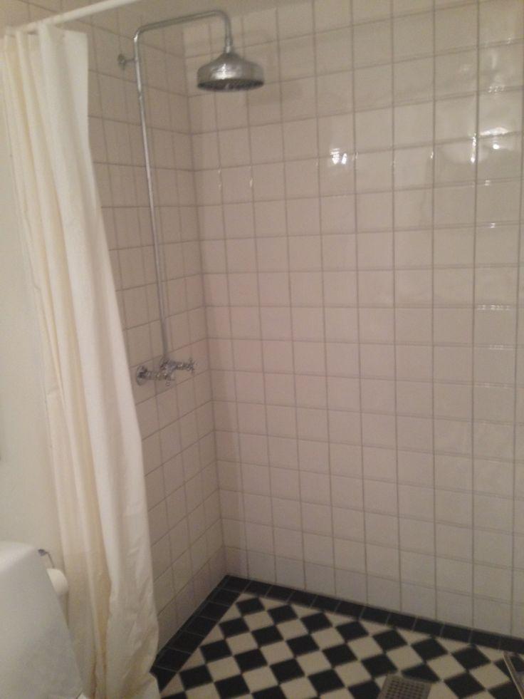 Billedresultat for sort hvide fliser badeværelse