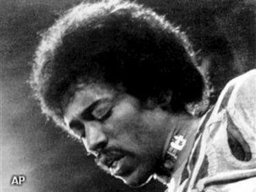 De erven van Jimi Hendrix weten niets van de biografische film die over de legendarische gitarist wordt gemaakt. Rapper André 3000 heeft de hoofdrol in de film getiteld All Is By My Side, maar de familie van Hendrix heeft de muziekrechten niet vrijgegeven. De muziekrechten lijken essentieel voor de film die moet gaan over de totstandkoming van het debuutalbum van Hendrix.