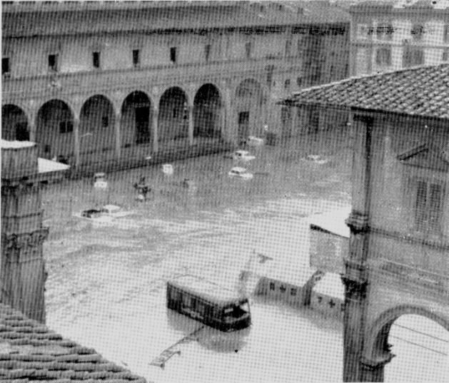 1966: effects of flooding in Piazza Santissima Annunziata
