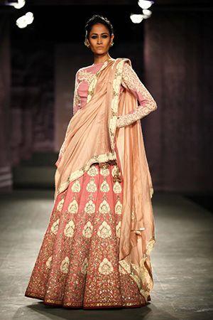 Anju Modi lengha at ICW 2014