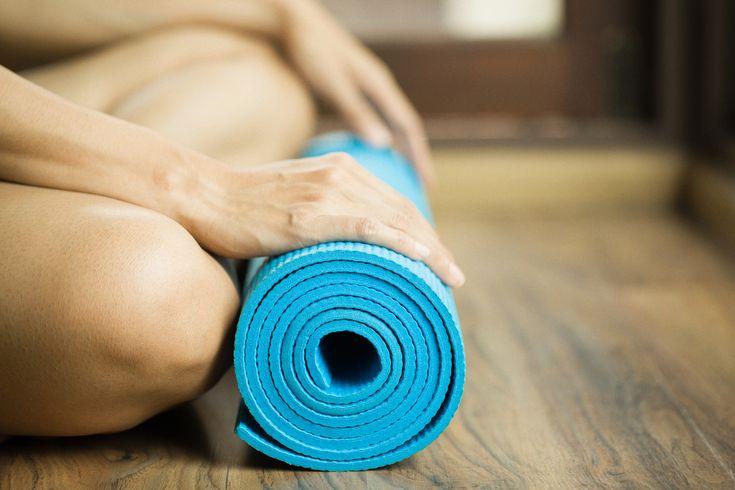 Ihr habt schon länger nicht trainiert und wollt wieder in eure Yoga-Routine kommen? Oder ihr startet gerade erst mit Yoga und wisst nicht so recht wie ihr allein zu Hause trainieren könnt? Dannist unser kleiner Yoga 3-Tages-Plan für Beginner genau das Richtige für euch, um (wieder) eine Yoga Praxis aufzubauen. Der Fokus liegt hier auf …