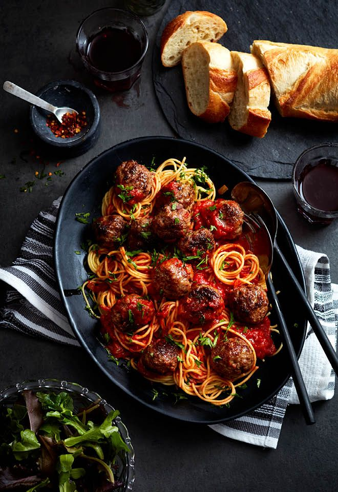 On chilly, dark evenings, nothing  warms your soul up quite like a batch of classic spaghetti and meatballs