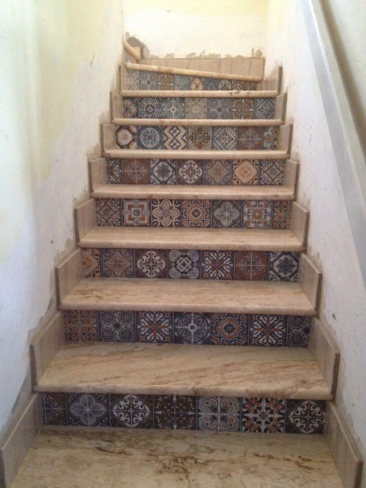 Escalera huellas marmol travertino clasico pulido de for Pintura color marmol