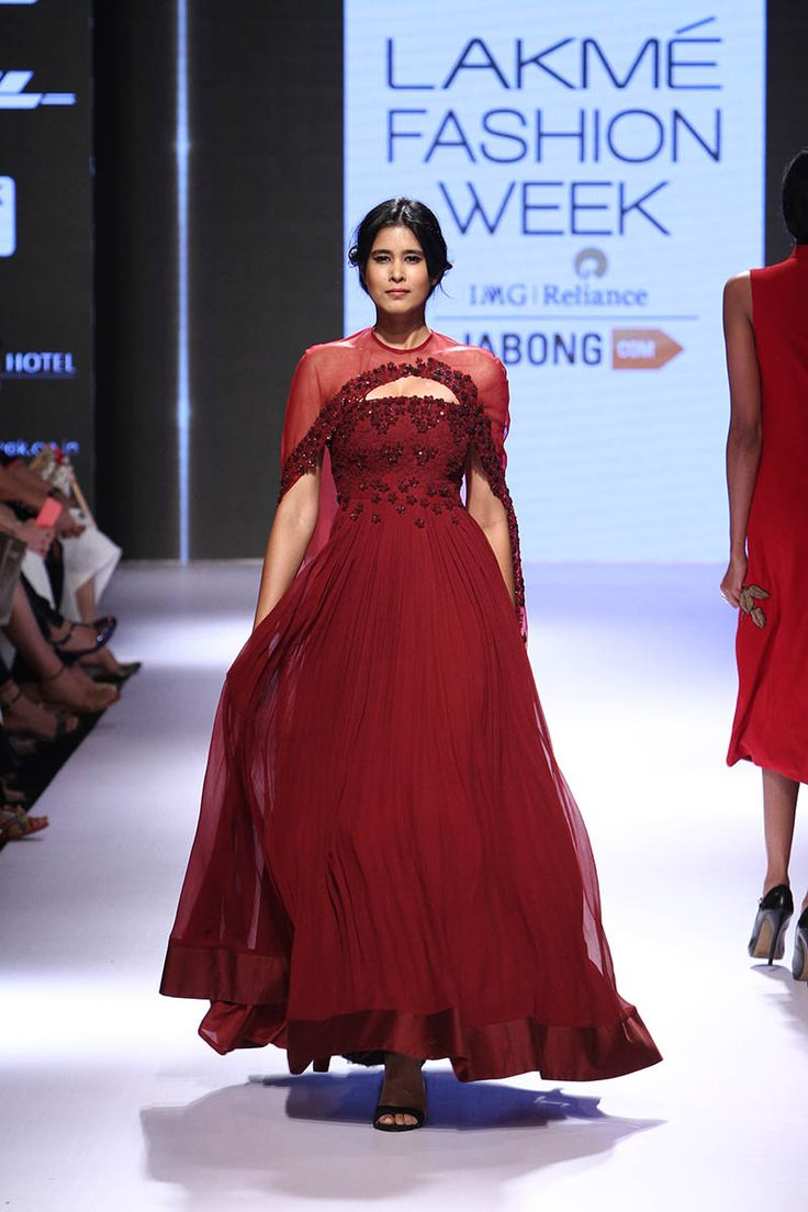 Ridhi Mehra. LFW W/F 15'. Indian Couture.