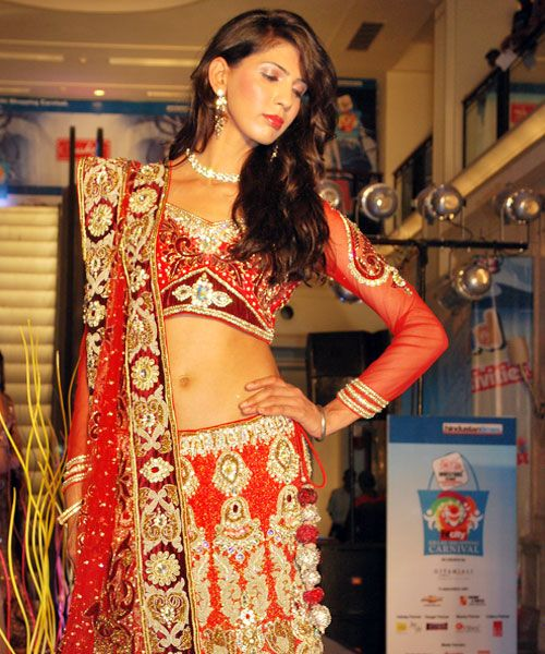 Get selected designer wedding lehenga in Delhi, Rakhi & Tarak is awesome designer in Delhi, they are offering multiple designer sarees in Delhi, anarkali suits,  designer suits in Delhi, etc. http://wedding-lehengas-in-delhi.blogspot.in/