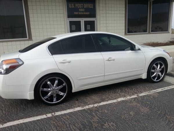 Make:  Nissan Model:  Altima Year:  2010 Exterior Color: White Interior Color: Beige Vehicle Condition: Excellent Contact:  912-856-6968   For More info Visit: http://UnitedCarExchange.com/a1/2010-Nissan-Altima-344675777738