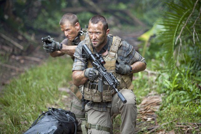 Still of Sullivan Stapleton and Philip Winchester in Strike Back (2010)